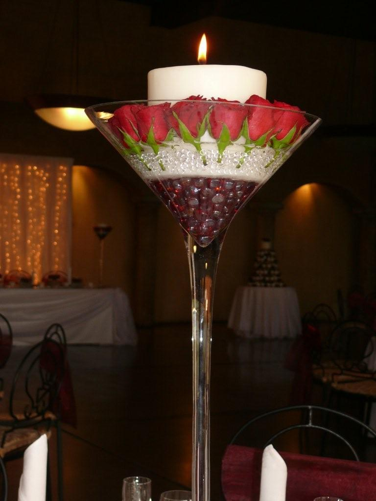Centre pieces and table settings classy candle hire - Centre de table vase cylindrique ...